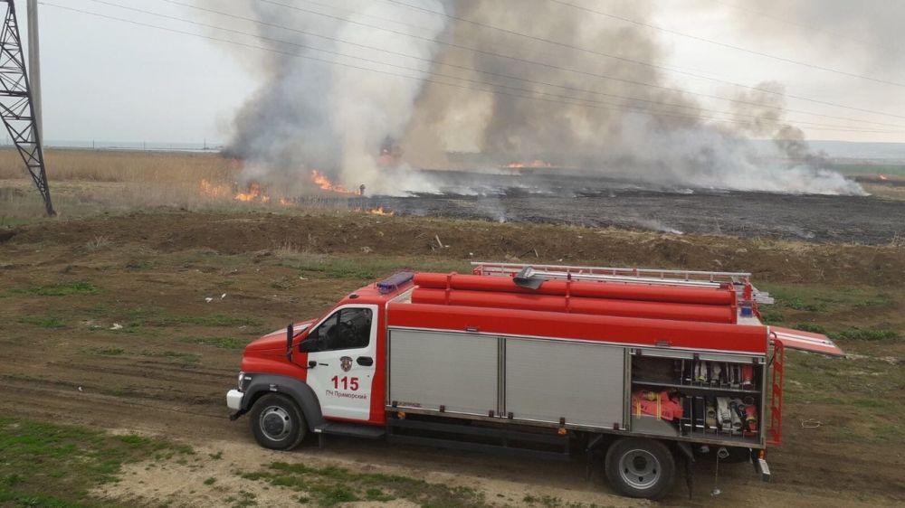 Крымские огнеборцы ведут ежедневную борьбу с возгораниями сухой растительности в разных районах полуострова