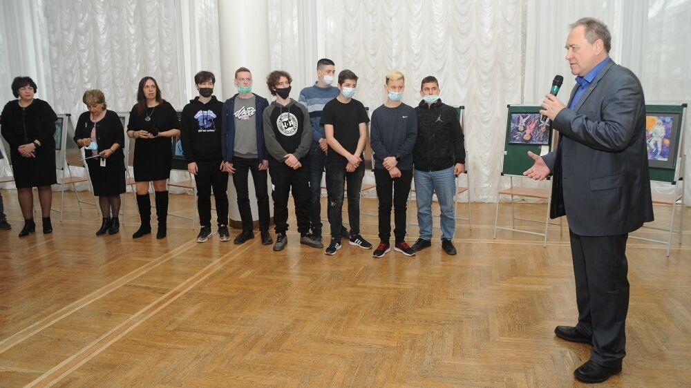 Андрей Терещенко принял участие в торжественном открытии выставки Республиканского дистанционного конкурса изобразительного искусства