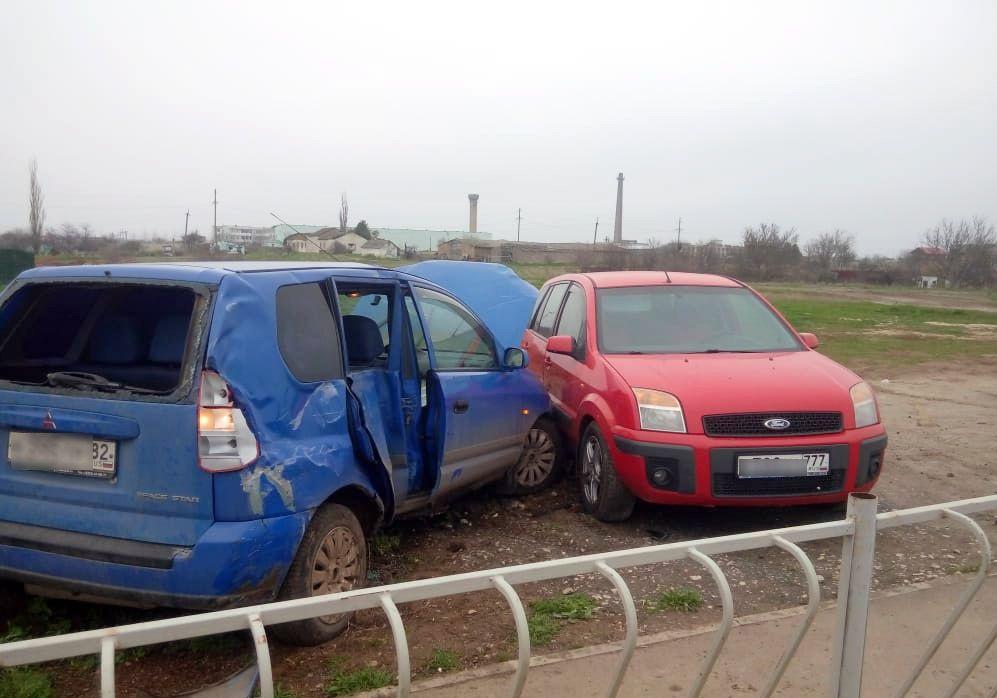 В Крыму 12-летний мальчик за рулём автомобиля сбил велосипедиста