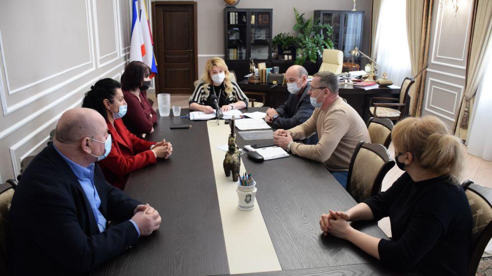 Глава администрации Ялты встретилась с перевозчиками, победившими в конкурсе