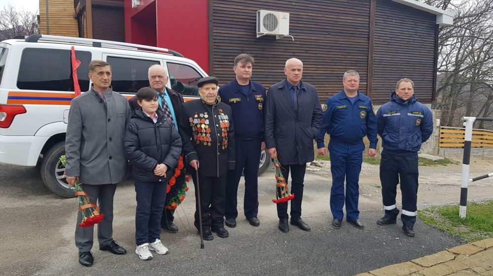 Сотрудники ГКУ РК «КРЫМ – СПАС» отдали честь уважения ветерану города Судак