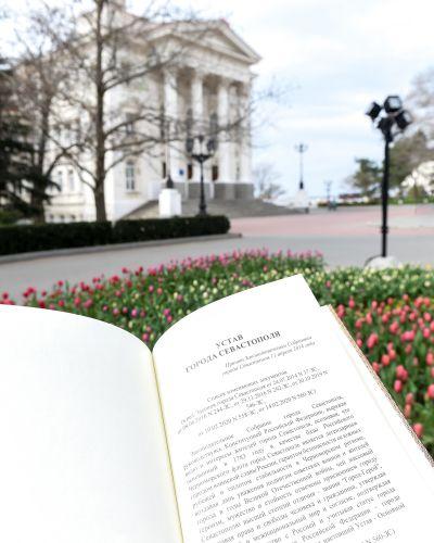 Поздравление Михаила Развожаева с годовщиной принятия Устава города