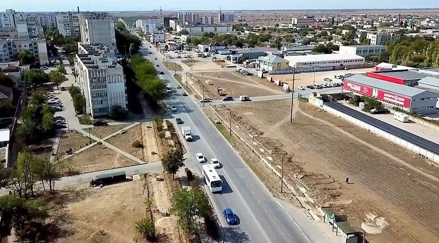 Ремонт магистральной улицы в Евпатории привел к образованию 40-метровых луж