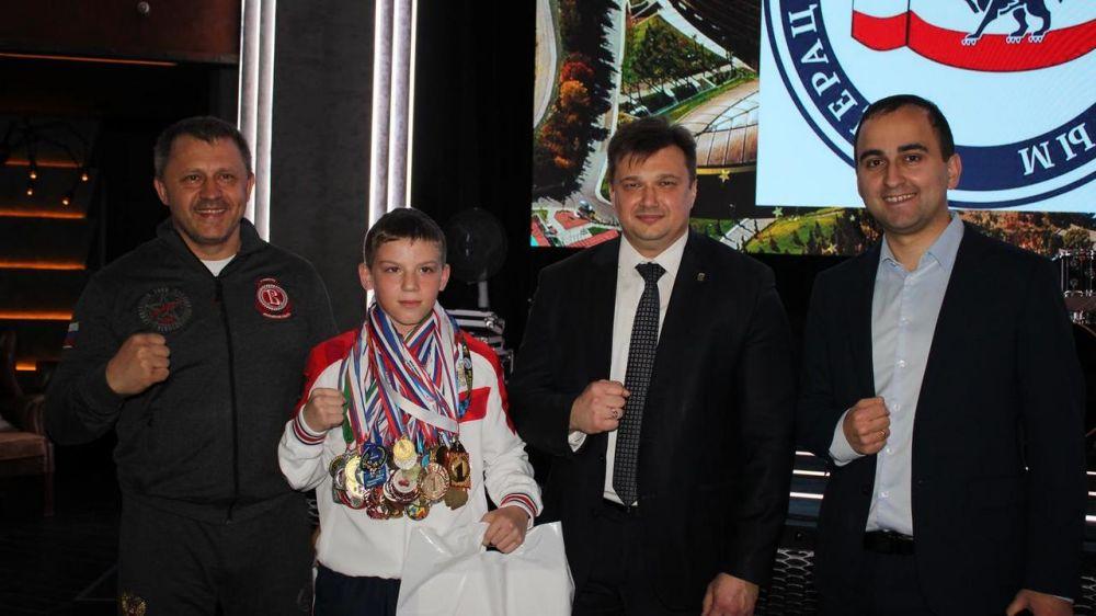 В Ялте чествовали юных боксеров