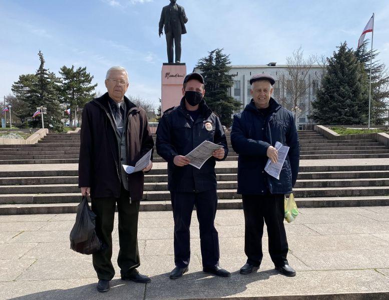 Бахчисарайские полицейские среди жителей города провели акцию «Стоп, мошенники!»