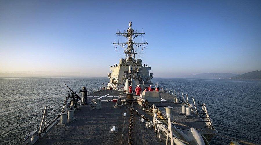 США остановили направлявшиеся в Черное море эсминцы