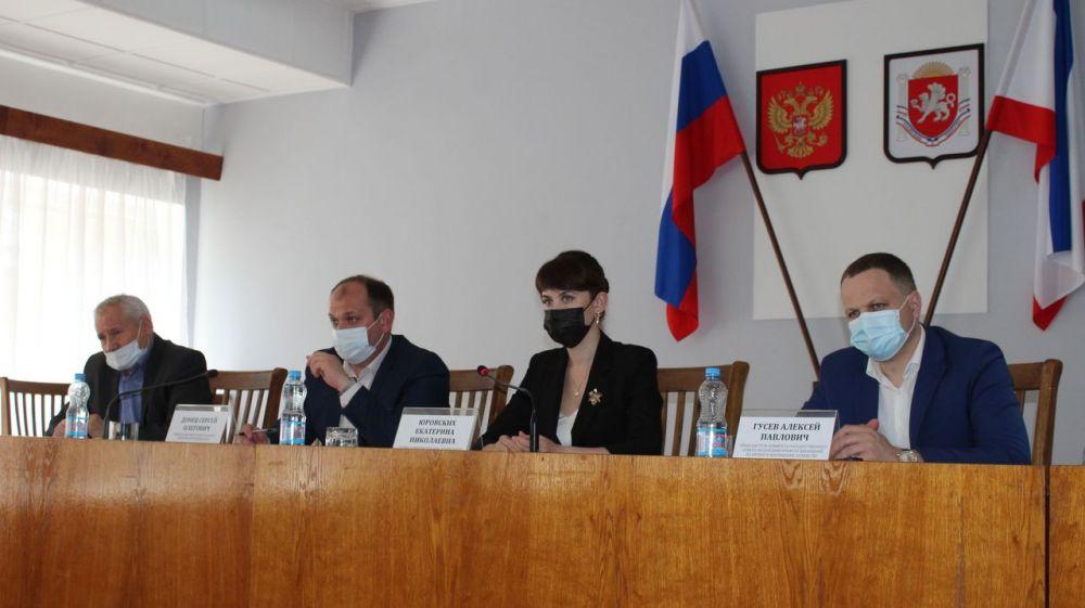 В Администрации Ленинского района проведено выездное совещание Министерства жилищно-коммунального хозяйства Республики Крым