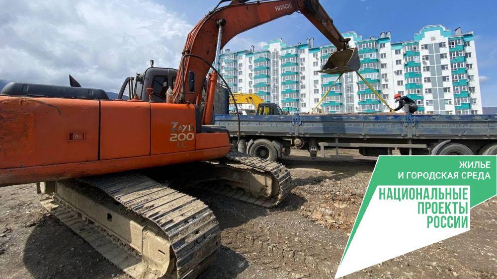 Ведутся работы по строительству подъездной дороги к жилому кварталу «Семейный» в Алуште