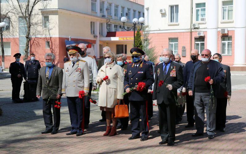 Министр внутренних дел по Республике Крым в преддверии праздника поздравил ветеранов органов внутренних дел