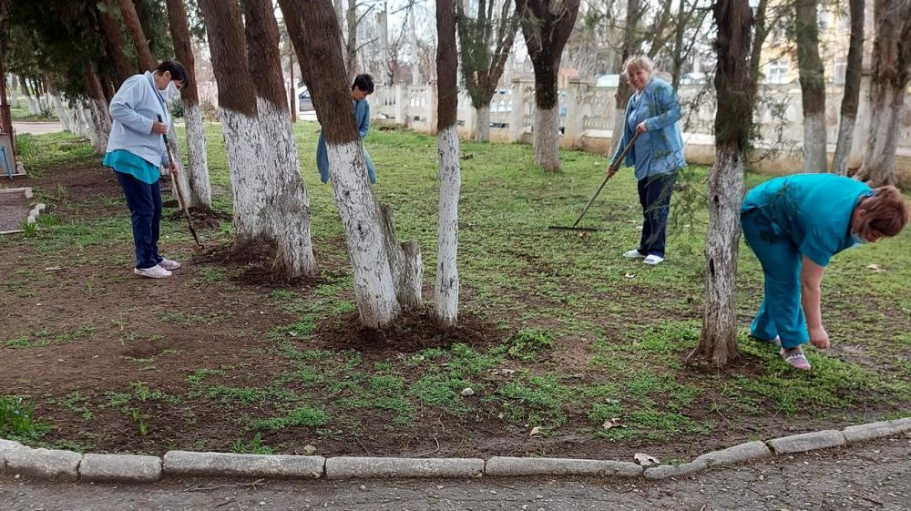 В Джанкое продолжается весенняя уборка города