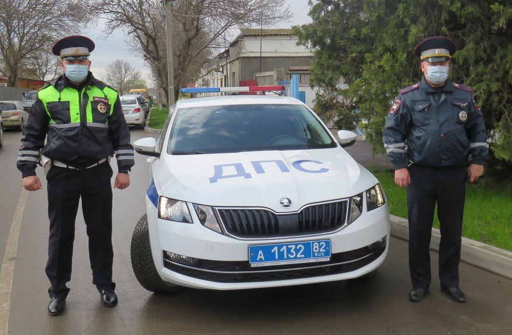 В Керчи сотрудники Госавтоинспекции экстренно доставили в больницу девушку, которой срочно требовалась медицинская помощь
