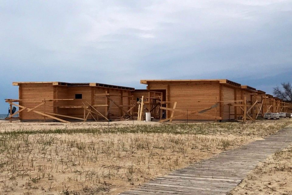 Забор, бетон и домики: Почему жители крымского села Витино вышли на защиту своего пляжа