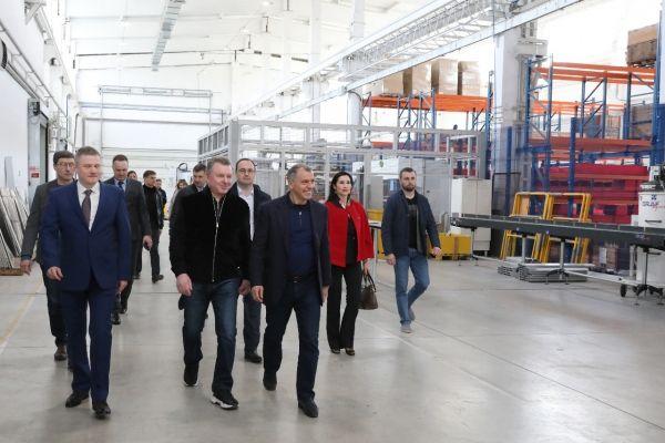 Владимир Константинов посетил предприятие по производству автомобилей оперативных служб и коммунального хозяйства