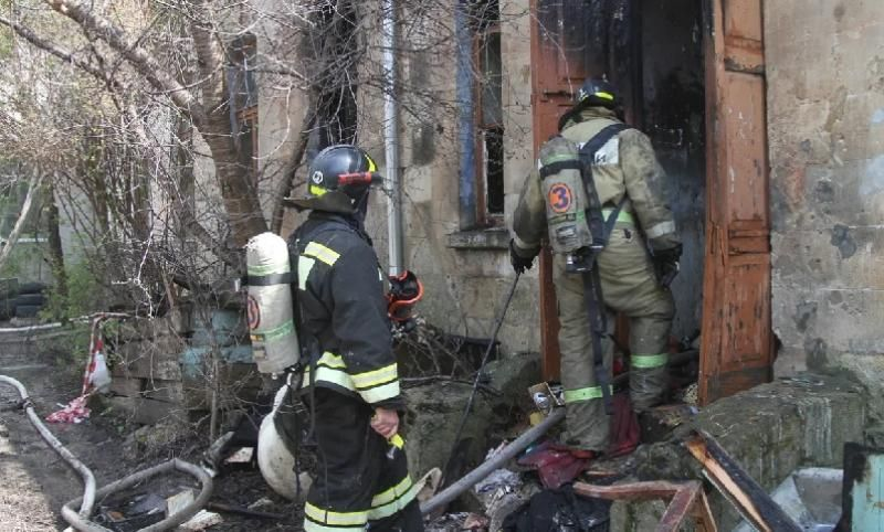 В Севастополе спасатели предотвратили взрыв газа на квартирном пожаре