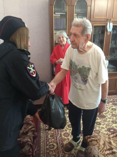 Сотрудники ОМВД России по Красногвардейскому району поздравили ветеранов с праздником