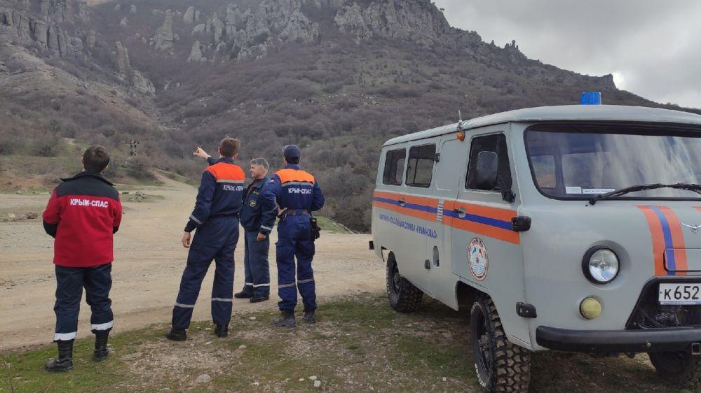 Сотрудники ГКУ РК «КРЫМ-СПАС» совместно с членами КРО «РОССОЮЗСПАС» осуществляют патрулирование в горно-лесной местности