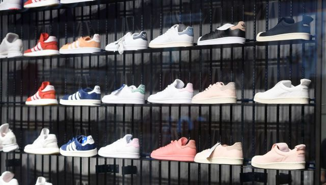 Эксперт назвала неожиданные способы чистки белой обуви