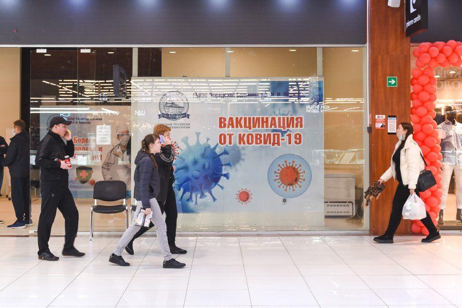 В пунктах вакцинации в торговых центрах Севастополя уже привилось порядка 500 человек