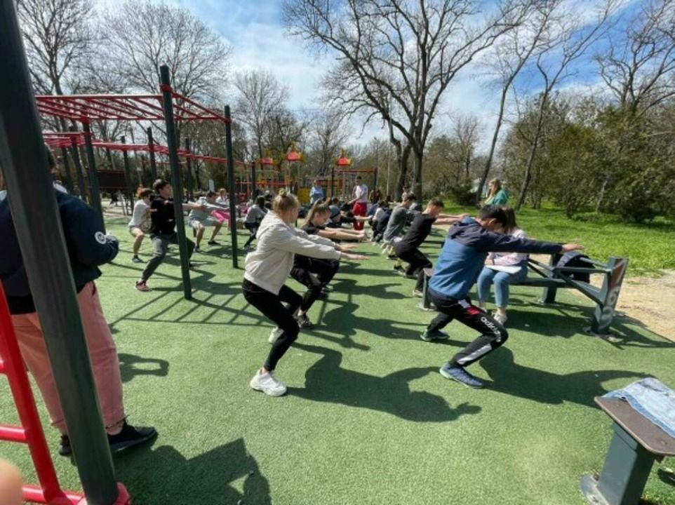 В Крыму в рамках нацпроекта проводят занятия на спортплощадках