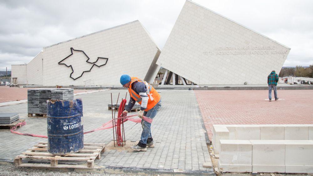 Строительство мемориального комплекса на станции Сирень в Бахчисарайском районе выполнено на 85%
