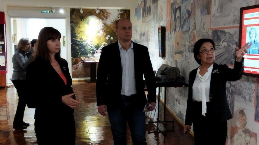 Состоялось выездное заседание рабочей группы по подготовке мероприятий, посвященных столетию со дня рождения художника Юрия Волкова