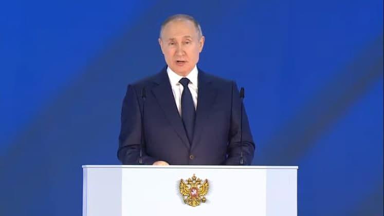 Путин призвал правительство страны, глав регионов и Минздрав ежедневно уделять внимание вопросам вакцинации от COVID-19