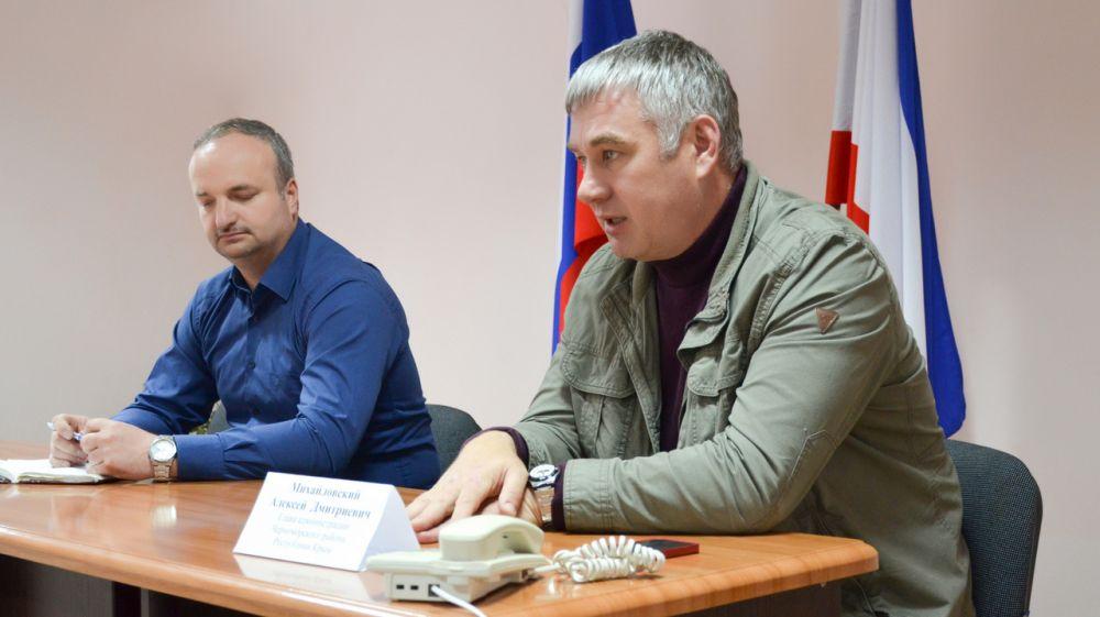 Глава администрации Черноморского района провел встречу с жителями села Новосельское