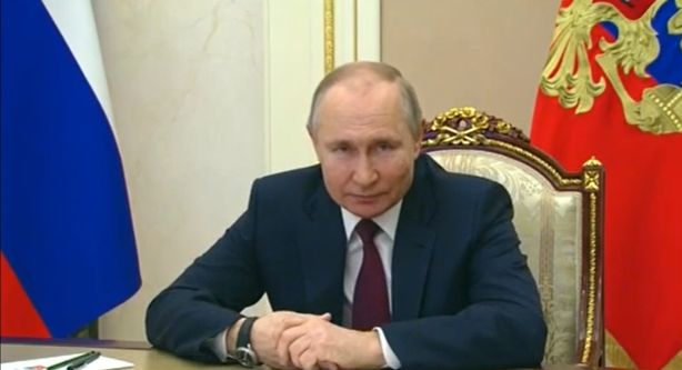 Путин предложил до конца года продлить туристический кэшбек