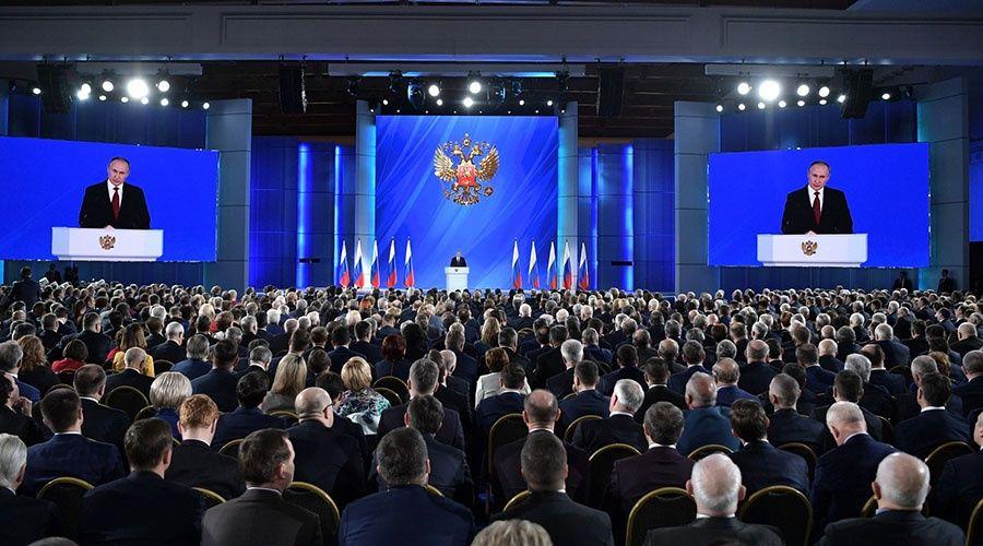 Путин обращается с посланием к Федеральному Собранию
