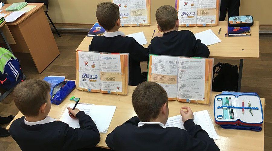 Родителям школьников выплатят по 10 тысяч рублей в августе