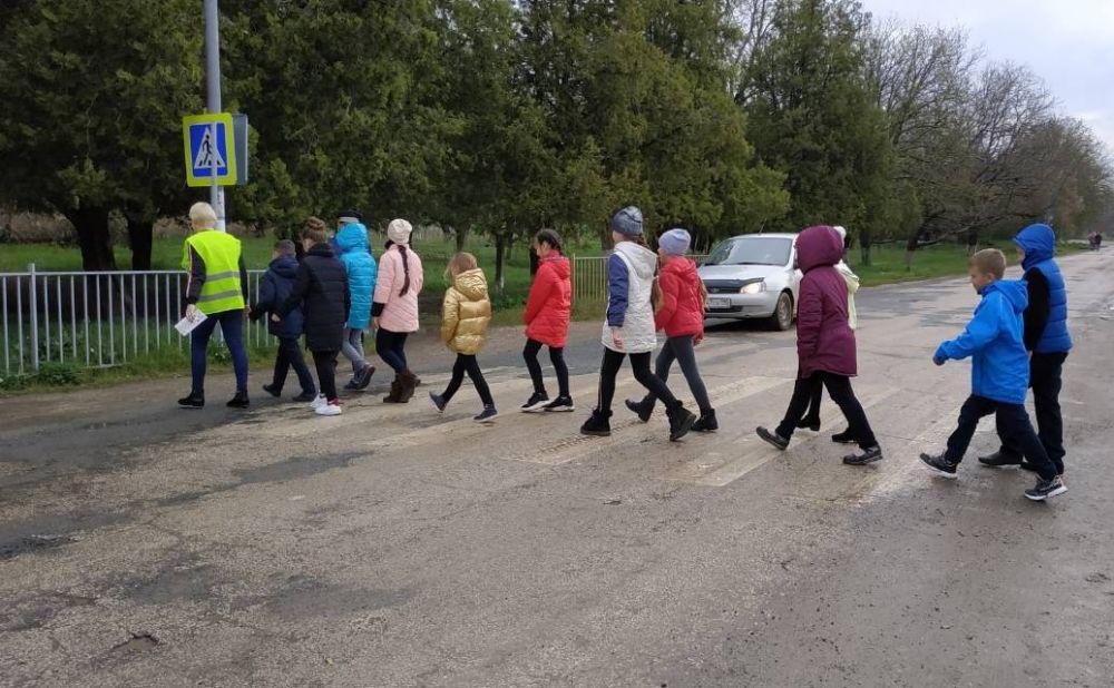 В Симферопольском районе сотрудники Госавтоинспекции и «Родительские патрули» призывают соблюдать ПДД