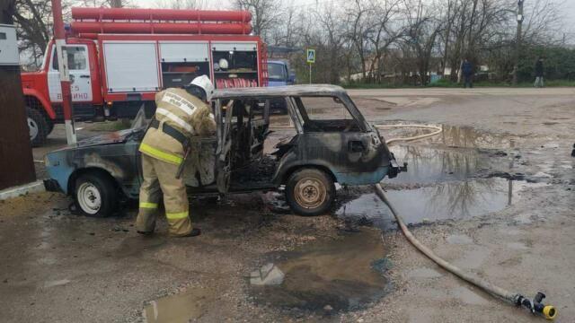 В Бахчисарайском районе сгорел автомобиль