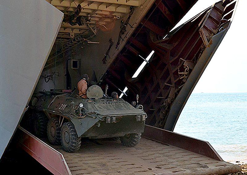 В Крыму на Опуке проходят масштабные межвидовые учения российских войск
