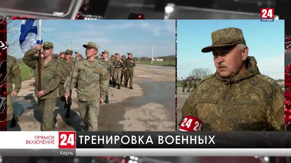 В Керчи тренировки начали военные, которые примут участие в Параде Победы