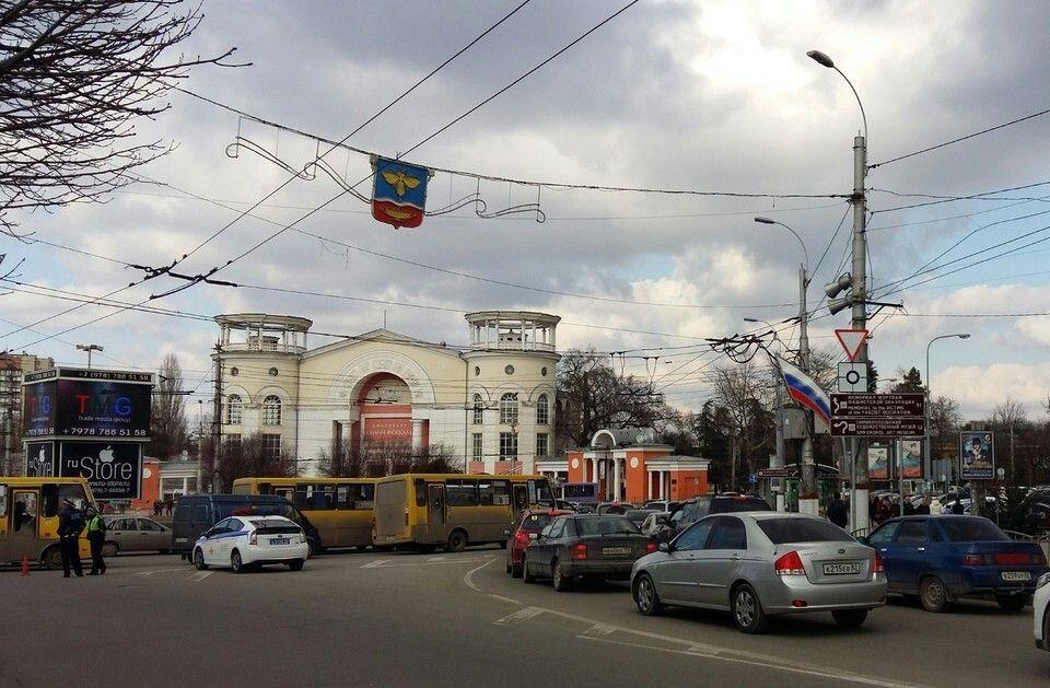 Люки просели, ливневки провалились: Центральный проспект Симферополя нужно опять ремонтировать