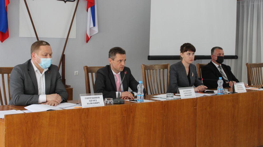 Александр Остапенко провел выездное совещание в Ленинском районе