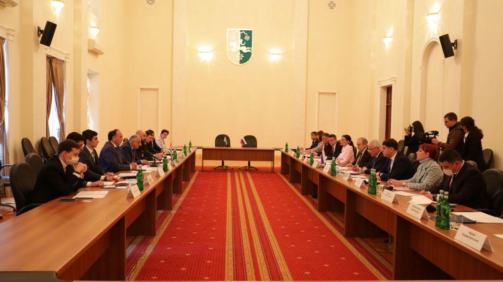 Развитие экономических отношений Крыма и Абхазии продолжается – Анушаван Агаджанян