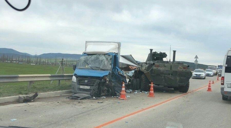БТР столкнулся с грузовиком под Севастополем