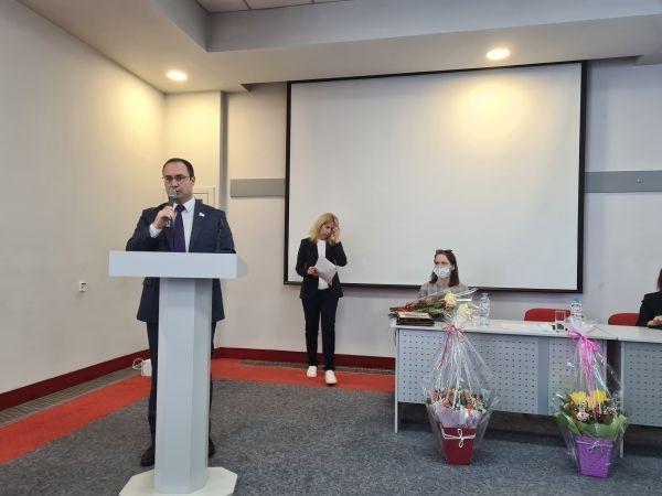 Сергей Трофимов поздравил нотариусов с профессиональным праздником