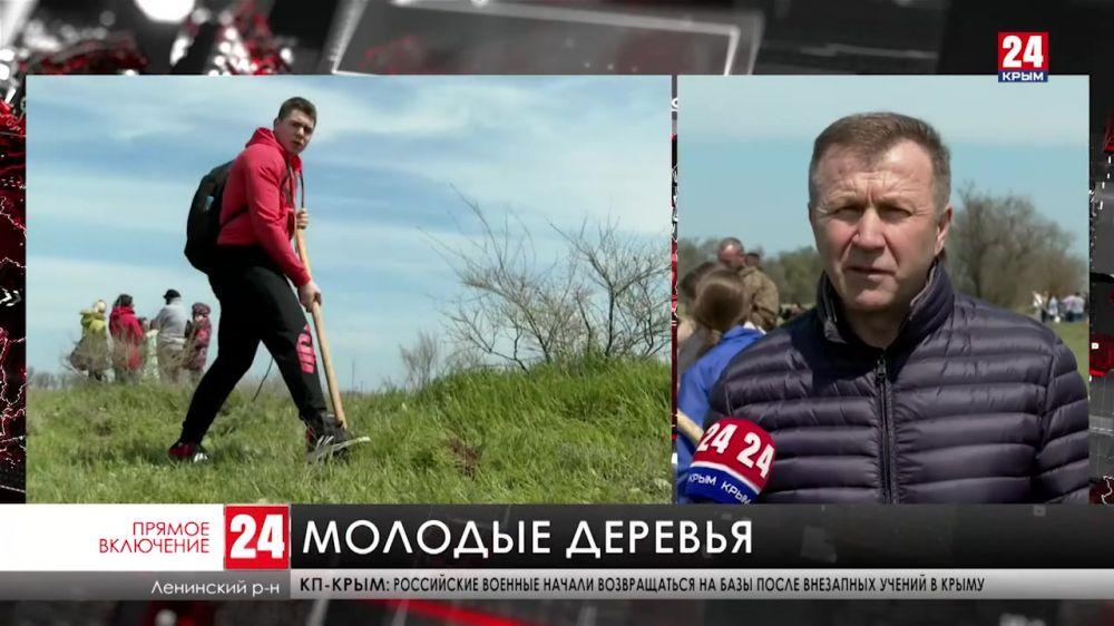 В Ленинском районе школьники высаживают деревья вдоль дорог