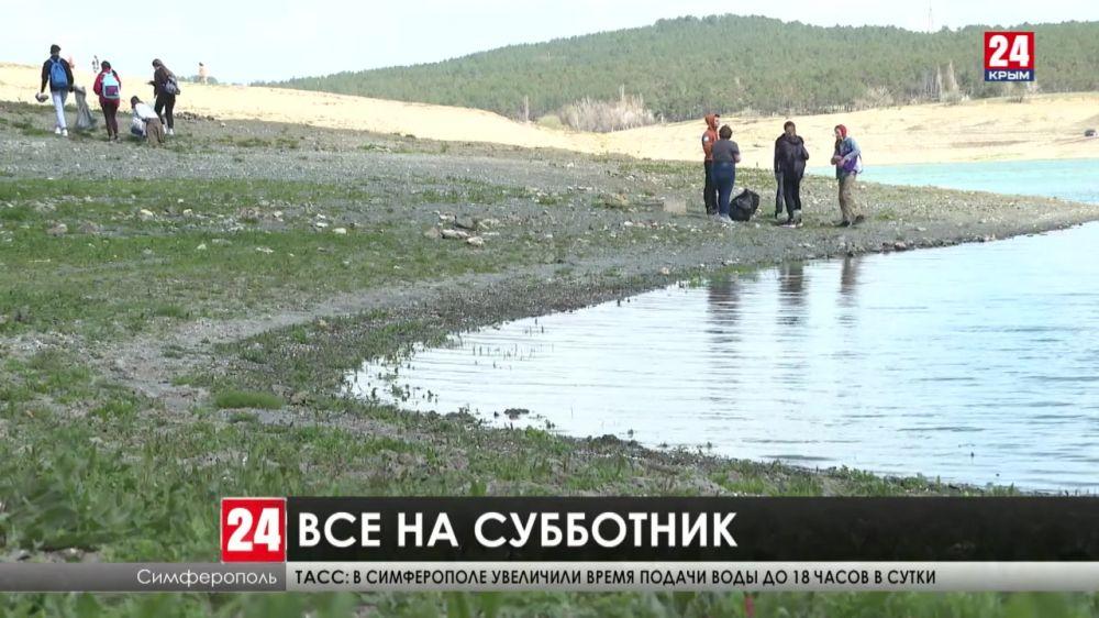 Все на уборку! Тысячи жителей Крыма вышли на Всероссийский субботник