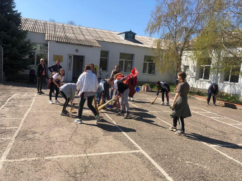 Всероссийский субботник проходит в Симферопольском районе