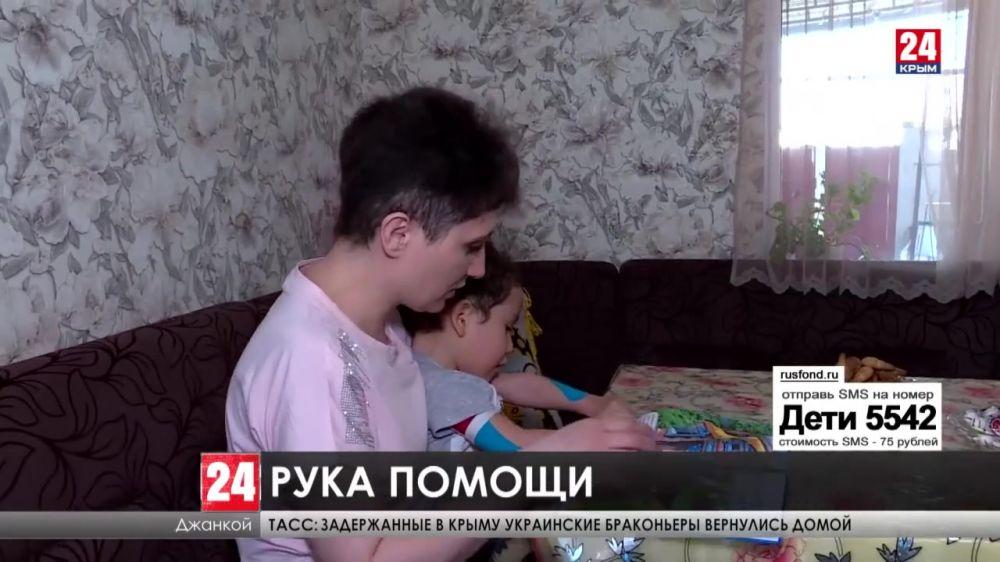 Двухлетнему Азизу Сейдалиеву срочно нужно инвалидное кресло. Помочь может каждый