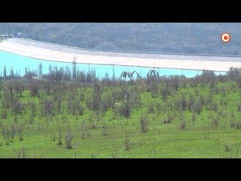 Бетонные кольца на Чернореченском водохранилище уходят под воду (СЮЖЕТ)