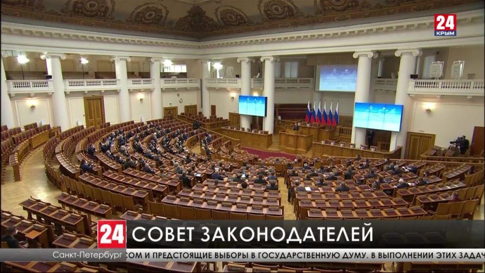 Владимир Путин поздравил Совет законодателей с Днём Российского парламентаризма