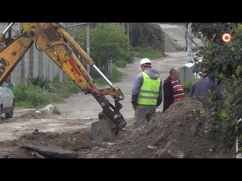 На улице Декабристов началось строительство сетей канализации (СЮЖЕТ)