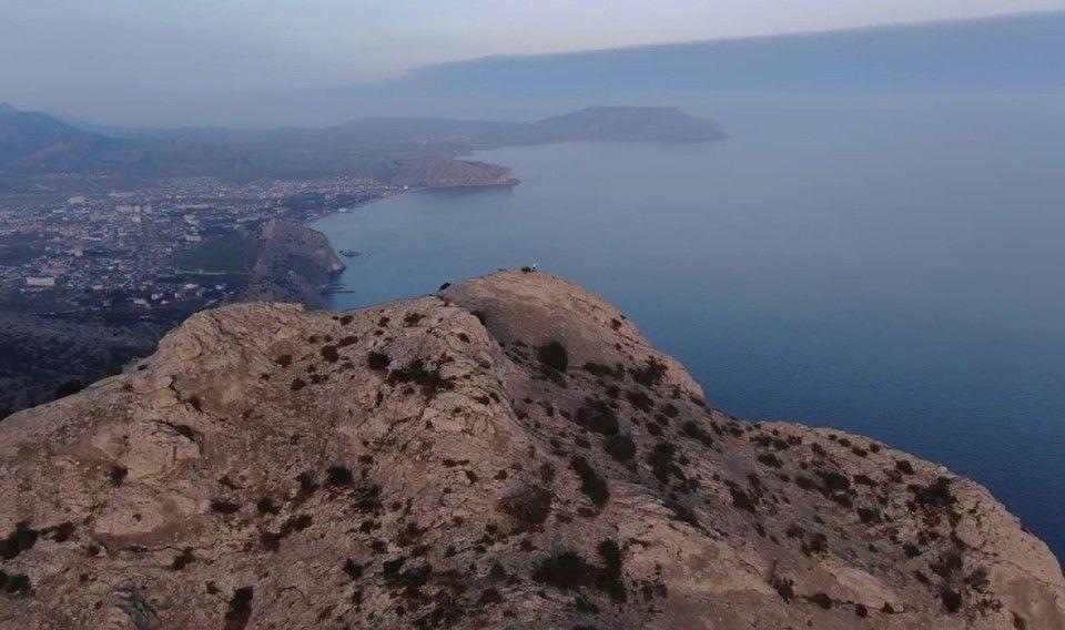 Появилось головокружительное видео Судака: гора Сокол с высоты птичьего полета