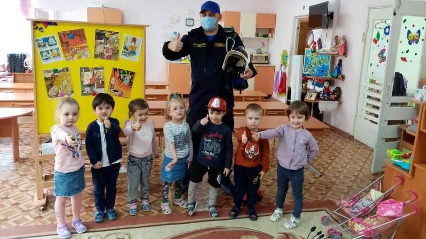 Огнеборцы ГКУ РК «Пожарная охрана Республики Крым» особое внимание уделяют работе с детьми