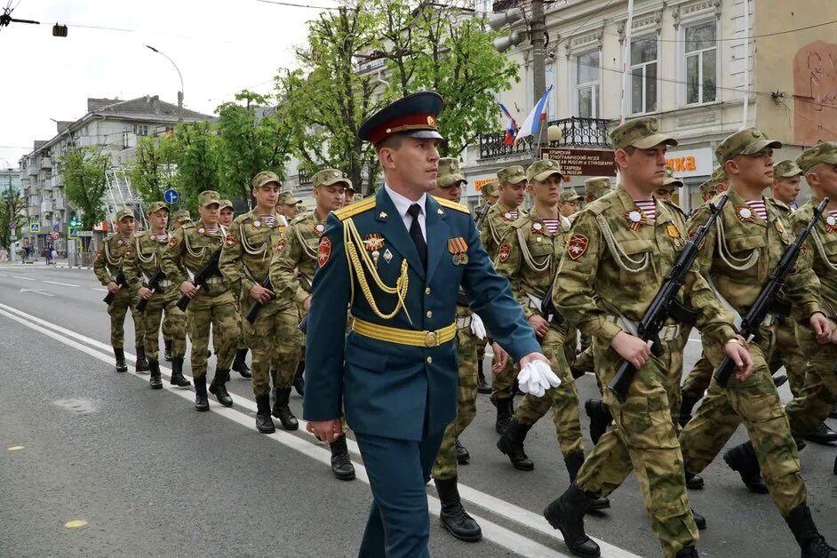 В Симферополе прошла репетиция парада ко Дню Победы