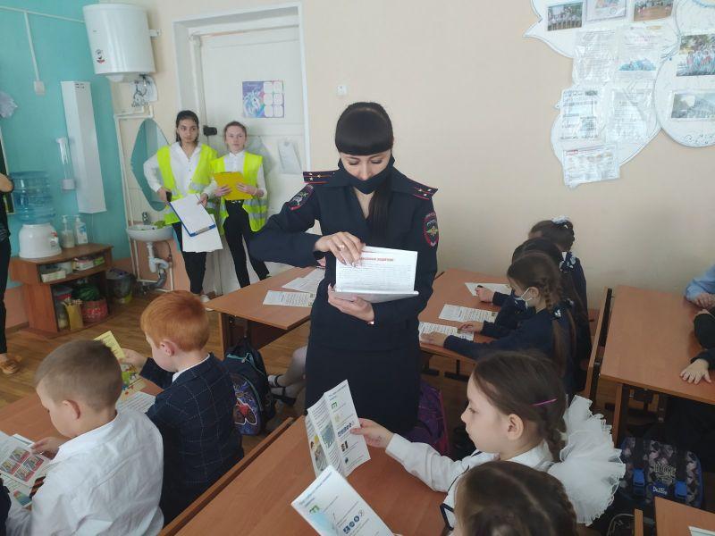 Госавтоинспекция Красногвардейского района совместно с муниципальным министром безопасности и отрядом ЮИД провели занятия по ПДД